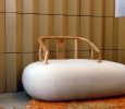 Stone sofa di Xiao Tianyu per Wuhao Curated (Beijing). Ph. Silvia Dogliani