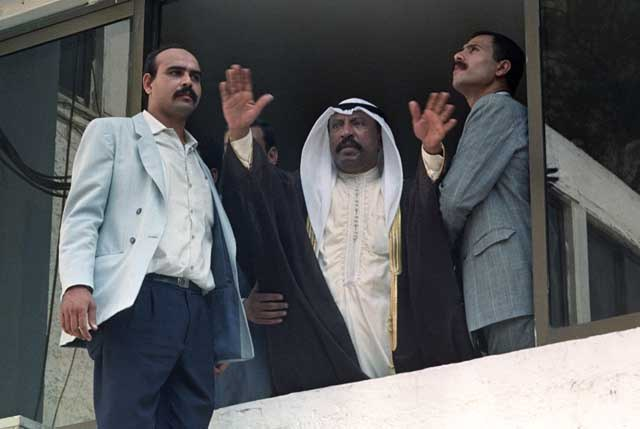Kuwaiti Crown Prince Abdullah al Sebah appeals to Kuwait citizens from the second floor of the Kuwait embassy in Cairo that they will be looked after until Kuwait is liberated. Ph. Norbert Schiller