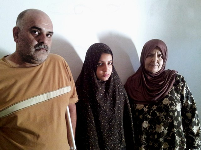 Abu Salem e famiglia. Campo profughi siro-plaestinese di Ciber City, Giordania. Ph. Laura Silvia Battaglia