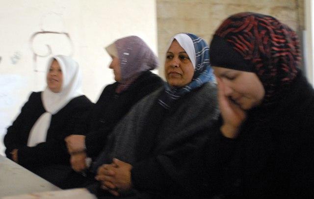 Donne piangono al Bustan Center di Silwan, Gerusalemme est. Ph. Silvia Dogliani
