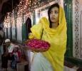 Karuna Nundy al santuario del santo Sufi Musulmano, Sheik Hazrat Nizamuddin Aulia Chisti, in occasione dell'Urs festival.Nizamuddin Dargah, Nuova Delhi. Ph Olivia Arthur